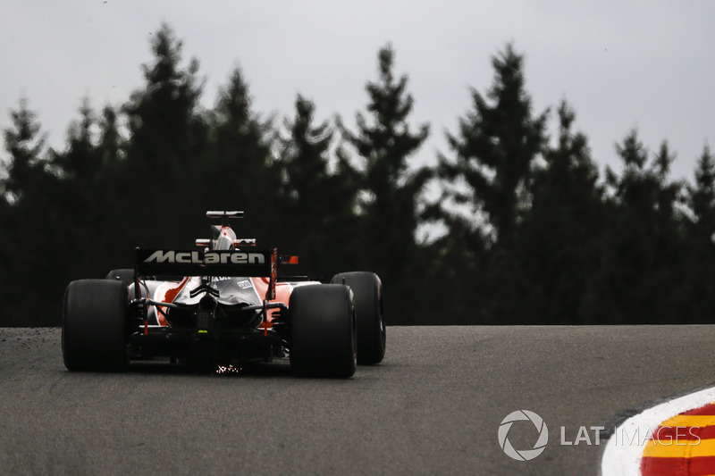 Fernando Alonso, McLaren MCL32 and sparks