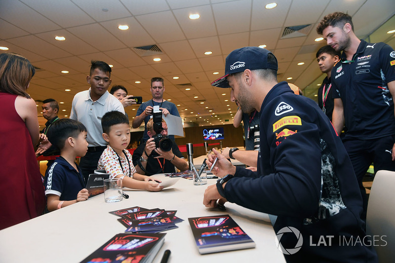 Daniel Ricciardo, Red Bull Racing at the autograph session