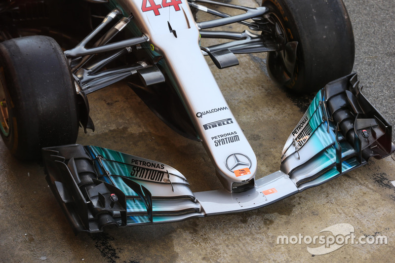 Mercedes AMG F1 W07 nose and front wing detail