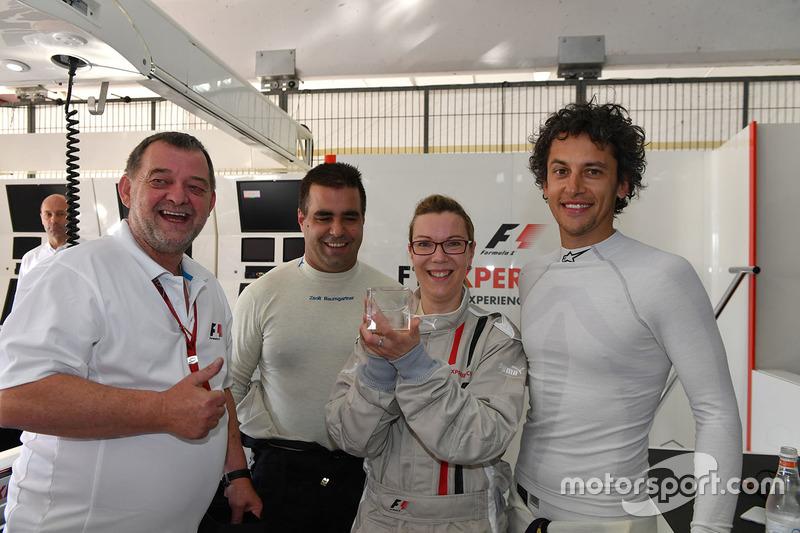 Пассажир двухместного автомобиля F1 Experiences, Пол Стоддарт, Жолт Баумгартнер, Патрик Фризахер