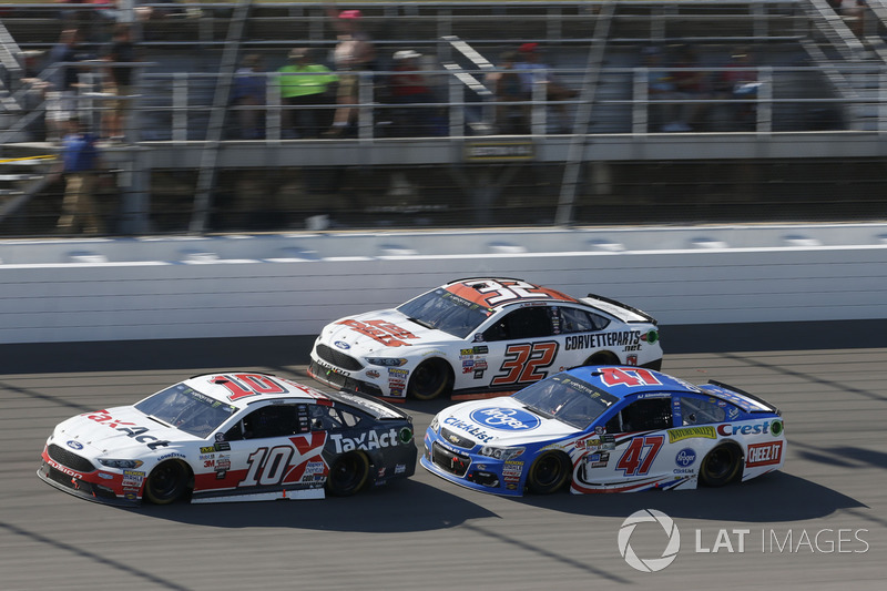 Danica Patrick, Stewart-Haas Racing Ford A.J. Allmendinger, JTG Daugherty Racing Chevrolet