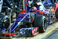 Daniil Kvyat, Scuderia Toro Rosso STR12, in pista con i sensori per i test aerodinamici
