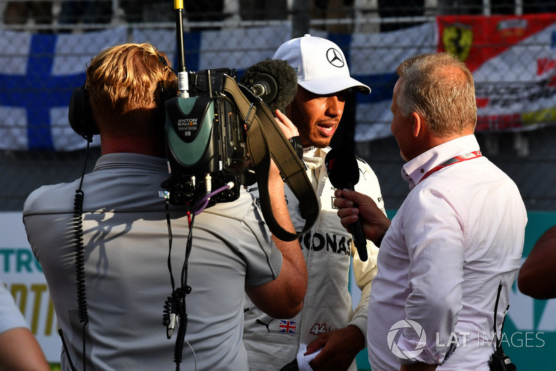 Pole sitter Lewis Hamilton, Mercedes AMG F1 talks, Johnny Herbert, F1 Experiences 2-Seater Driver in parc ferme
