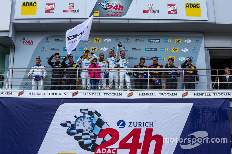 Podium: winnaars #4 AMG-Team Black Falcon, Mercedes-AMG GT3: Bernd Schneider, Maro Engel, Adam Chri