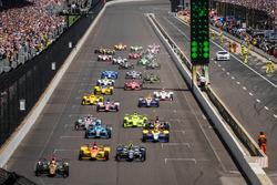 Start: James Hinchcliffe, Schmidt Peterson Motorsports Honda leads