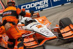 Juan Pablo Montoya, Team Penske Chevrolet's car being towed