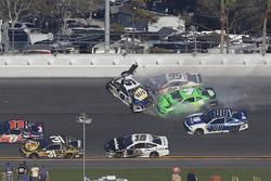 Crash: Chase Elliott, Hendrick Motorsports Chevrolet Camaro, Danica Patrick, Premium Motorsports Chevrolet Camaro, Kasey Kahne, Leavine Family Racing Chevrolet Camaro
