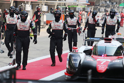 #7 Toyota Gazoo Racing Toyota TS050-Hybrid: Mike Conway, Kamui Kobayashi, Jose Maria Lopez in the pits