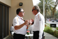 Zak Brown, Direktör, McLaren Technology Group,ve Mansour Ojjeh, hissedar, McLaren