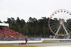 Sebastian Vettel, Ferrari SF71H y Charles Leclerc, Sauber C37