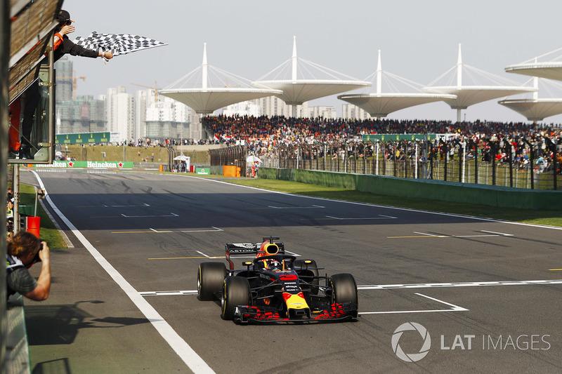 Daniel Ricciardo, Red Bull Racing RB14 Tag Heuer celebrates win