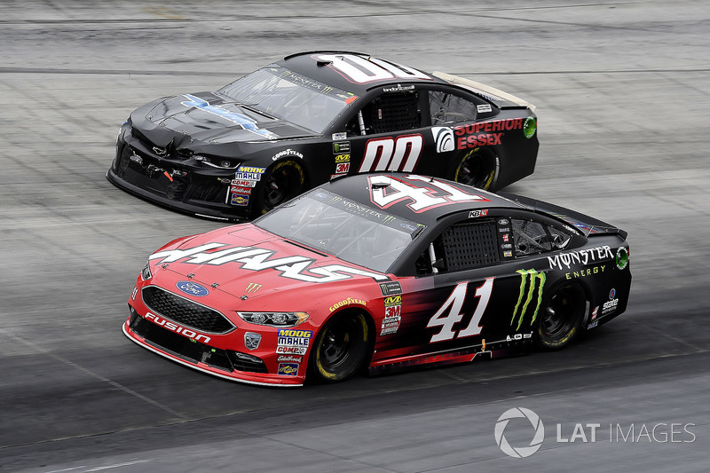 Kurt Busch, Stewart-Haas Racing, Ford Fusion Haas Automation/Monster Energy and Landon Cassill, StarCom Racing, Chevrolet Camaro TW CABLE