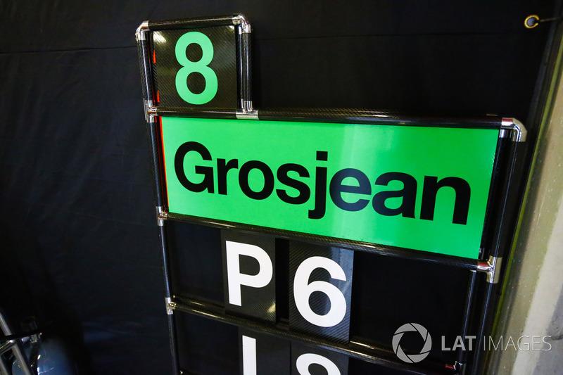 Una tabla de pits para Romain Grosjean, Haas F1 Team