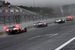 The start is given behind the safety car
