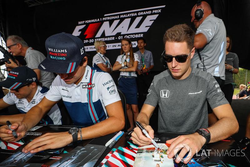 Ленс Стролл, Williams, Стоффель Вандорн, McLaren, роздають автографи