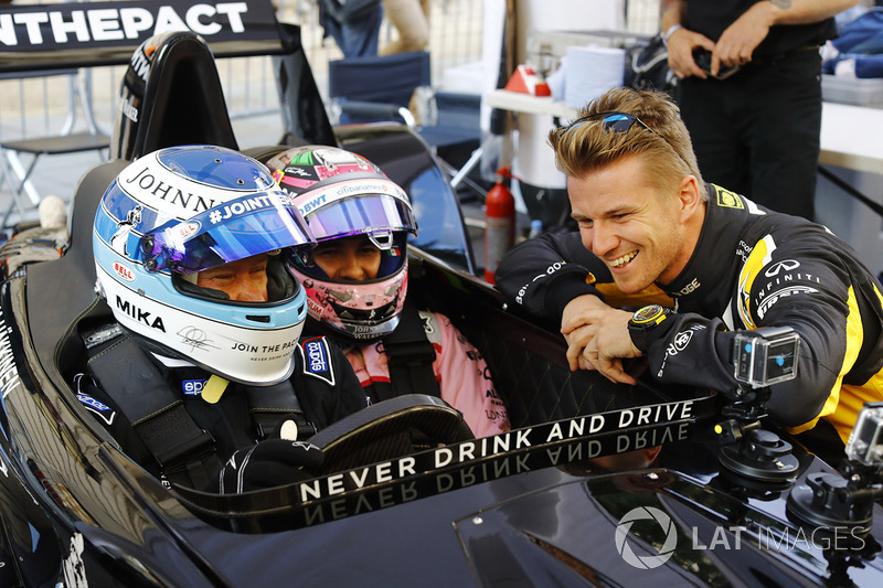 Mika Hakkinen, McLaren, Sergio Perez, Force India, Nico Hulkenberg, Renault Sport F1