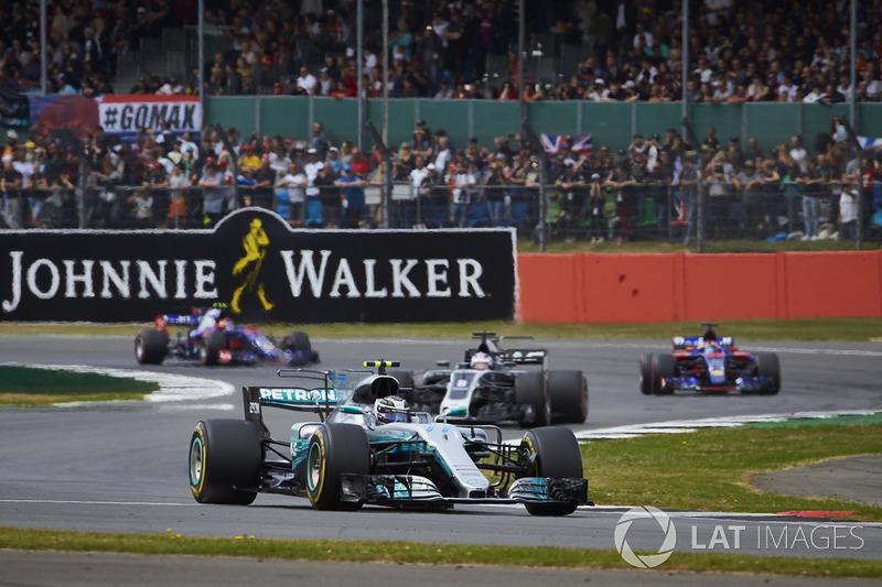 Валттері Боттас (Mercedes AMG F1 W08), Ромен Грожан (Haas VF-17), Карлос Сайнс-мол. (Toro Rosso STR12), Данііл Квят (Toro Rosso STR12)
