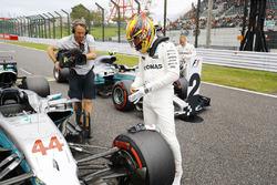 Lewis Hamilton, Mercedes AMG F1 W08, Valtteri Bottas, Mercedes AMG F1 W08 dopo le Qualifiche