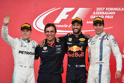Race winner Daniel Ricciardo, Red Bull Racing, Pierre Wache, Red Bull Racing Chief Engineer Performance Engineering, Valtteri Bottas, Mercedes AMG F1, Lance Stroll, Williams