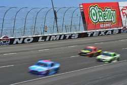 Aric Almirola, Richard Petty Motorsports Ford, Erik Jones, Furniture Row Racing Toyota, Kyle Busch, Joe Gibbs Racing Toyota