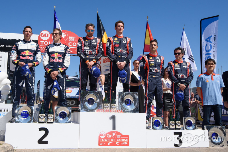 Podio: i vincitori Thierry Neuville, Nicolas Gilsoul, Hyundai i20 Coupe WRC, Hyundai Motorsport, al