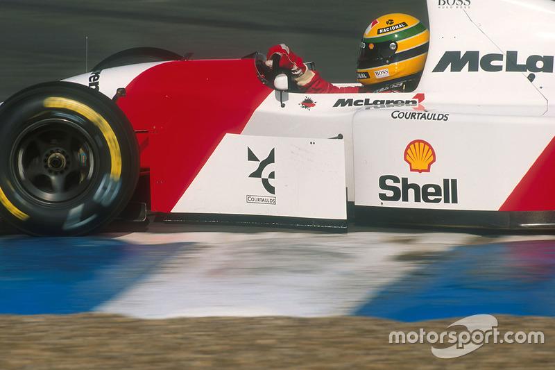 Ayrton Senna, seguro en su McLaren MP4/8 Ford.