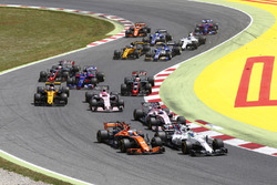 Felipe Massa, Williams FW40, Fernando Alonso, McLaren MCL32, Esteban Ocon, Sahara Force India F1 VJM10, Sergio Pérez, Sahara Force India F1 VJM10