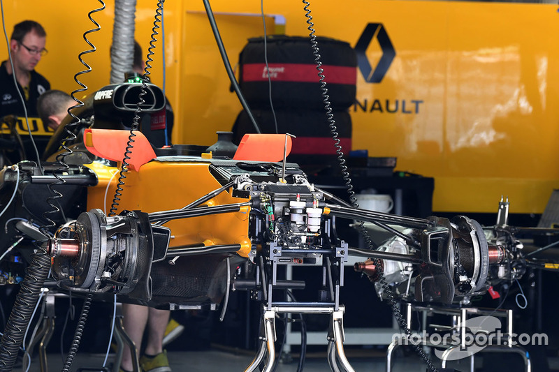 Renault Sport F1 Team RS17 detalle chasis y frenos delanteros