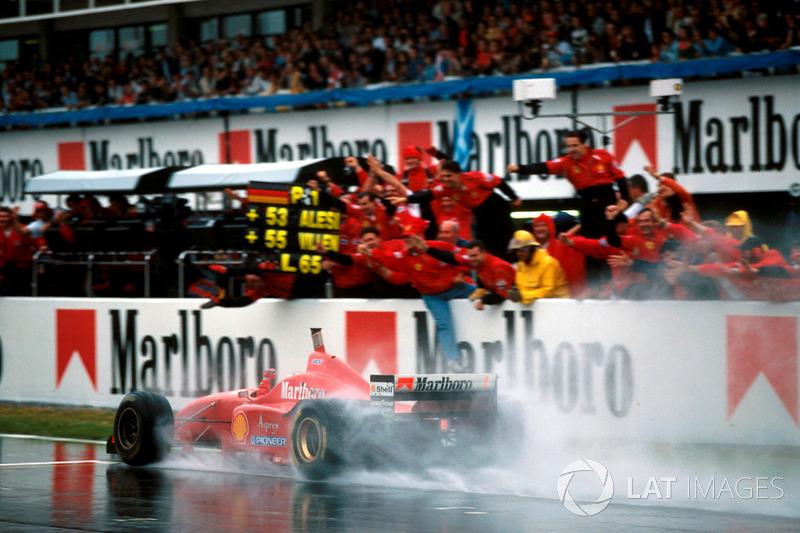 Winner Michael Schumacher, Ferrari F310 vence na Espanha em 1996