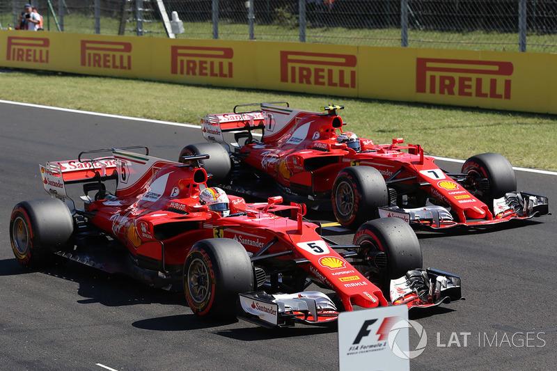 Ganador de la pole Sebastian Vettel, Ferrari SF70-H y segundo puesto Kimi Raikkonen, Ferrari SF70-H