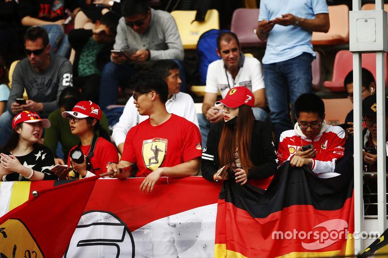 Фанати Ferrari на трибуні