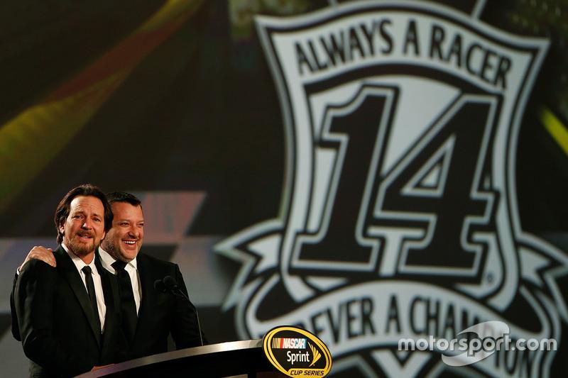 Tony Stewart, Stewart-Haas Racing y el músico Eddie Vedder