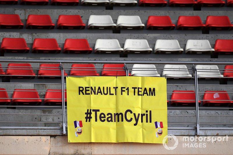 Une bannière de fans pour Cyril Abiteboul, directeur général Renault Sport F1