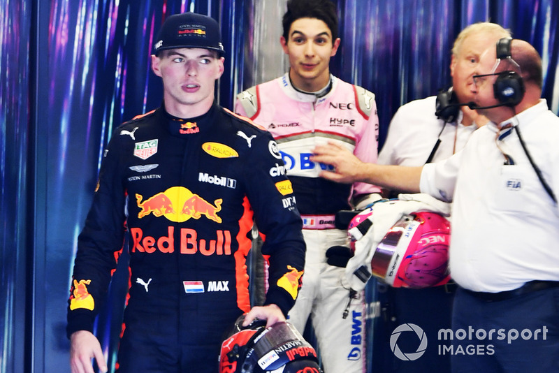 Max Verstappen, Red Bull Racing, dan Esteban Ocon, Racing Point Force India bertengkar di garasi FIA