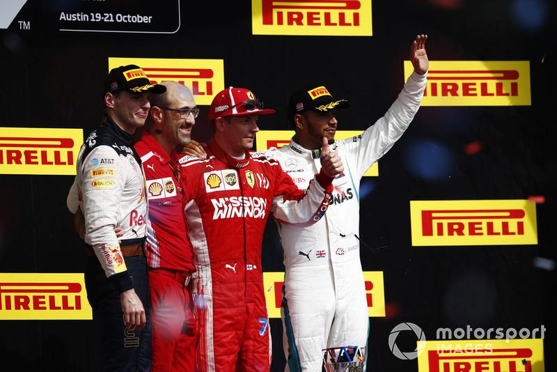 Max Verstappen, Red Bull Racing, berdiri di podium kedua GP Amerika Serikat