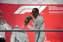 Podio: ganador de la carrera Lewis Hamilton, Mercedes-AMG F1