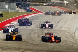 Fernando Alonso, McLaren MCL32, Carlos Sainz Jr., Renault Sport F1 Team RS17, Felipe Massa, Williams FW40, Sergio Perez, Sahara Force India F1 VJM10, Daniil Kvyat, Scuderia Toro Rosso STR12, dans le premier tour
