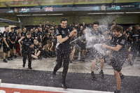 Toto Wolff, Executive Director Mercedes AMG F1 and the Mercedes team celebrate
