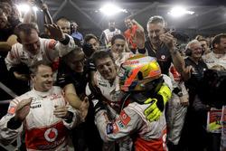Race winner Lewis Hamilton, McLaren MP4-26 celebrate
