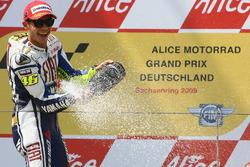 Podium: Race winner Valentino Rossi, Yamaha Factory Racing
