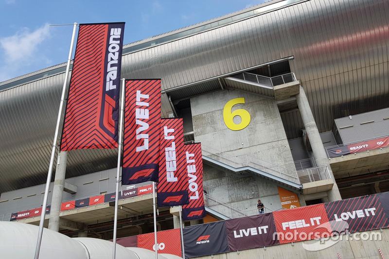 Slogan F1 Fanzone: Live It, Feel It, Love It