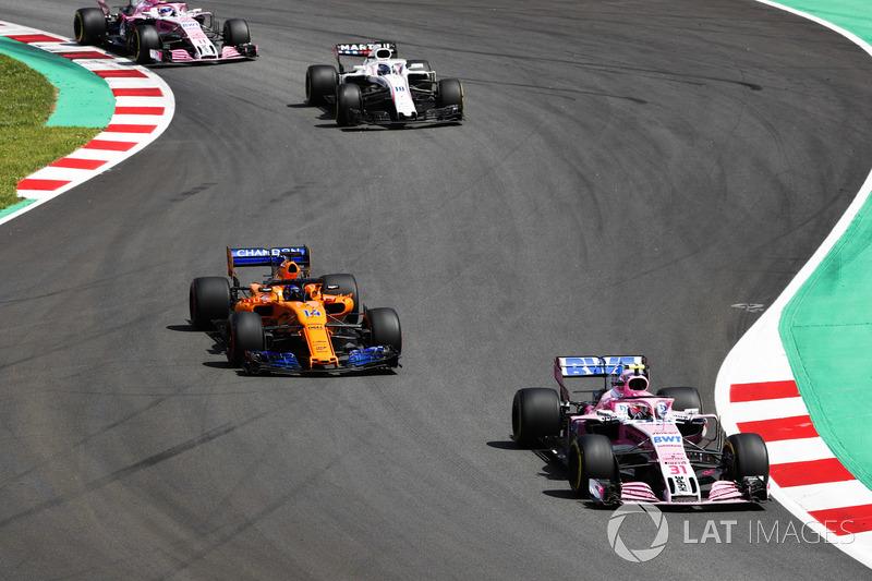 Эстебан Окон, Sahara Force India F1 VJM11, Фернандо Алонсо, McLaren MCL33, Лэнс Стролл, Williams FW41, и Серхио Перес, Sahara Force India F1 VJM11