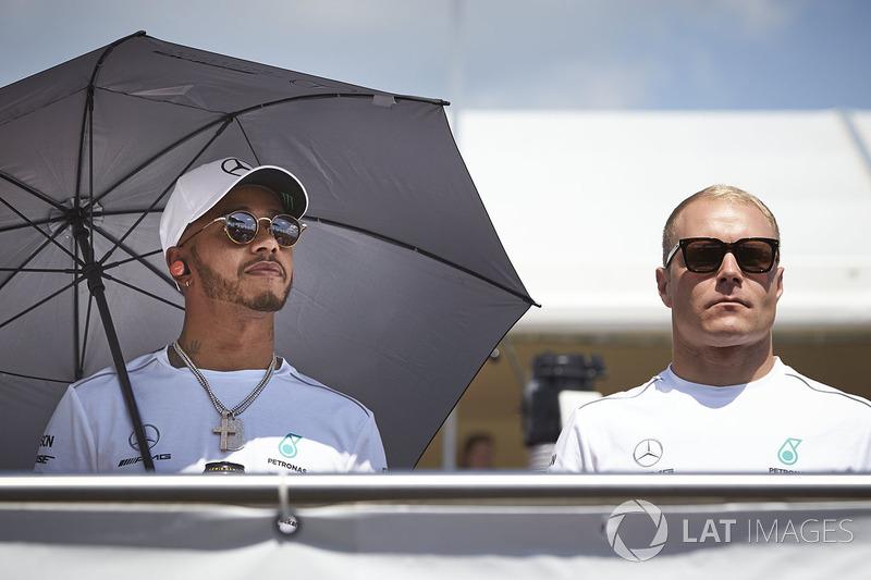 Lewis Hamilton, Mercedes AMG F1, with Valtteri Bottas, Mercedes AMG F1