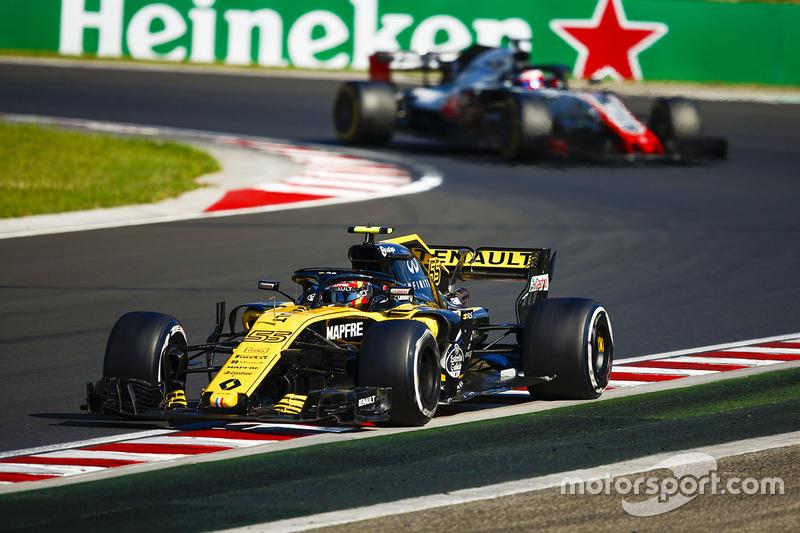 Carlos Sainz Jr., Renault Sport F1 Team R.S. 18, Kevin Magnussen, Haas F1 Team VF-18