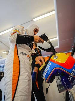Fernando Alonso, McLaren, puts his helmet on