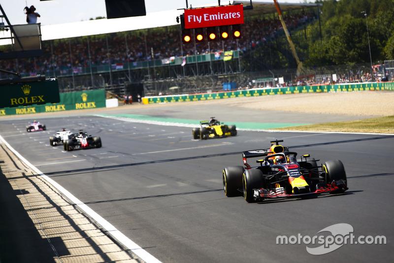 Daniel Ricciardo, Red Bull Racing RB14, à frente de Nico Hulkenberg, Renault Sport F1 Team R.S. 18, Romain Grosjean, Haas F1 Team VF-18, e Marcus Ericsson, Sauber C37
