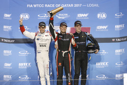 Trophy Podium: Winner Rob Huff, All-Inkl Motorsport, Citroën C-Elysée WTCC, second place Tom Chilton