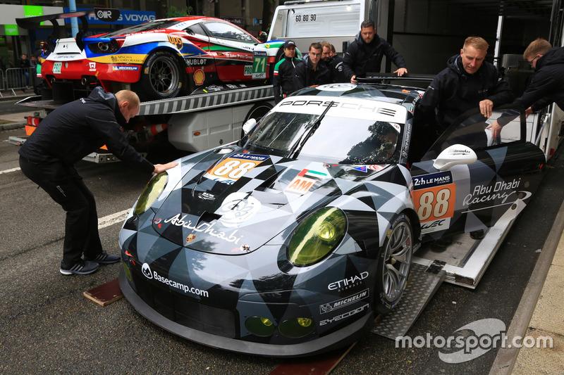 #88 Abu Dhabi-Proton Racing Porsche 911 RSR та #71 AF Corse Ferrari 488 GTE