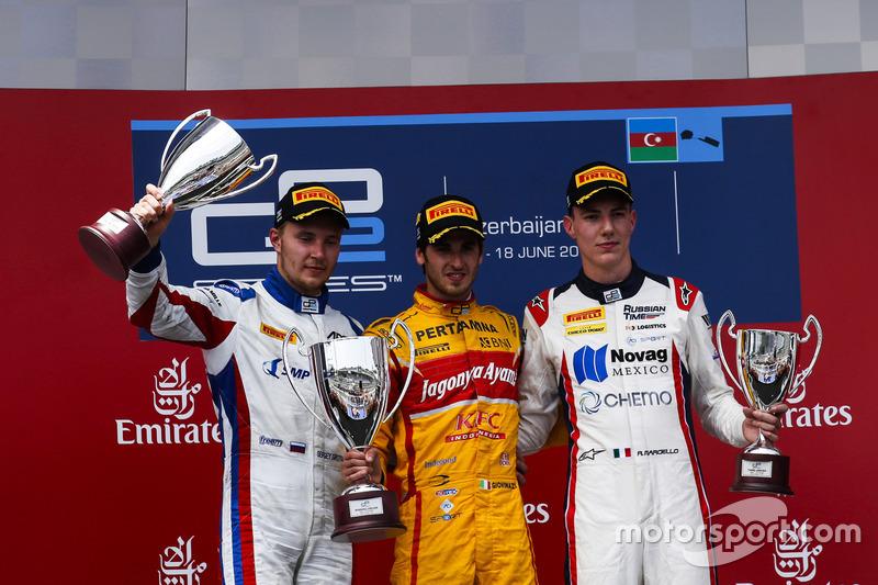 Ganador de la carrera Antonio Giovinazzi, PREMA Racing, segundo lugar Sergey Sirotkin, ART Grand Prix & tercer lugar Raffaele Marciello, RUSSIAN TIME