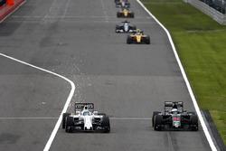 Felipe Massa, Williams FW38; Fernando Alonso, McLaren MP4-31